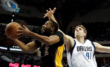 Nowitzki passes Hayes for 8th on NBA scoring list-Image1