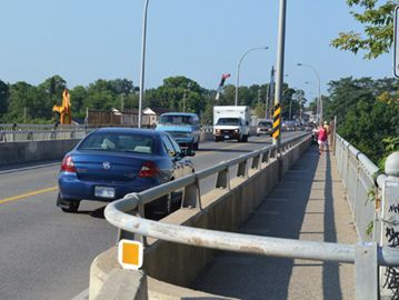 Burgoyne Bridge traffic squeezing to single lane