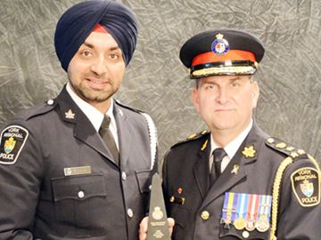 York Regional Police Chief Eric Jolliffe presents Det.-Const. Gurdip Panaich with his Excellence in Policing Award.