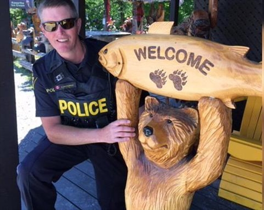 Stolen bear carving returned to Apsley business