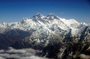 10 dead as quake and avalanche sweep Mount Everest region-Image1