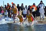 Orillia dippers brave icy waters for Habitat