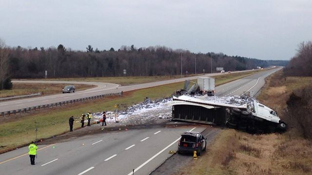 collision involving mail truck and one other tractor trailer closes highway 401 westbound near. Black Bedroom Furniture Sets. Home Design Ideas