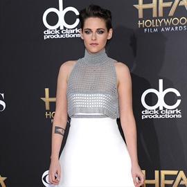 Kristen Stewart 'smiles a lot'-Image1