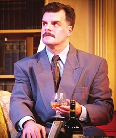 Man of a thousand voices in Classic Theatre's murder mystery– Image 1