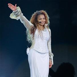 Janet Jackson makes emotional live return-Image1