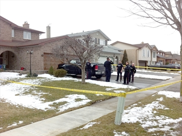 Durham police responded to the report of stabbing in the Rossland and Thornton roads area of Oshawa at lunch time Wednesday and found a dead man. Police have blocked off the area of Bermuda Street and Waverly Street North. Reports indicate the male received multiple stab wounds. At the scene, police are calling it a suspicious sudden death and called in the homicide unit.