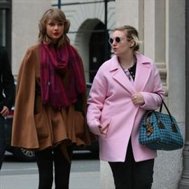 Taylor Swift's exercise encouragement for Lena Dunham-Image1