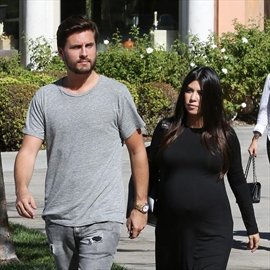 Kourtney Kardashian fuming with Scott Disick-Image1