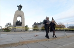 Man detained as Harpers visit war memorial -Image1