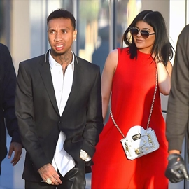 Kylie Jenner and Tyga involved in crash-Image1