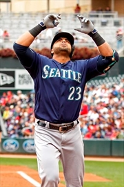 Seattle's Cruz leaves game with wrist soreness-Image1