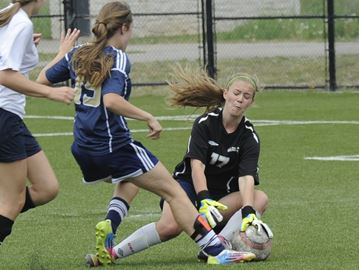 Last-minute goal denies Aquinas Halton soccer title