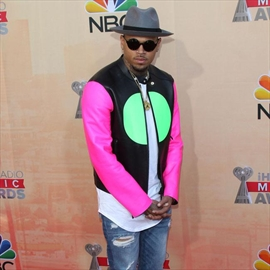 Chris Brown's battery case dropped-Image1