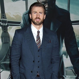 Chris Evans' romantic solo vacation-Image1