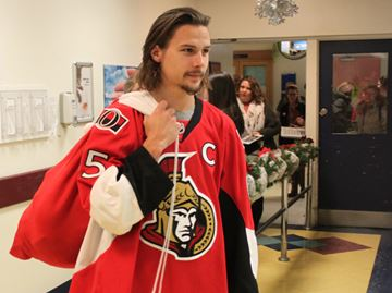 Senators bring holiday cheer to CHEO patients