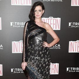 Anne Hathaway was 'umcomfortable' with Oscar win-Image1