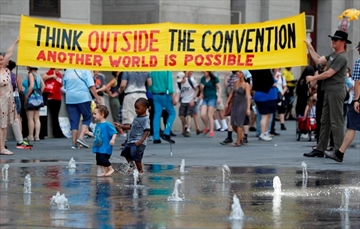 DNC steps off in Philadelphia with huge protests, high temps-Image3