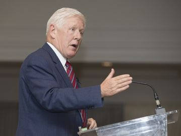Bob Rae talks about Canada's scripted political process during Oakville visit