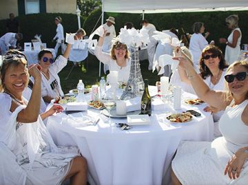 Dinner in White delights with surprise location