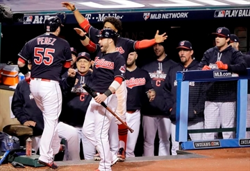 Kluber, Perez, Indians beat Cubs 6-0 in World Series opener-Image2