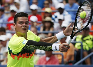 Raonic advances