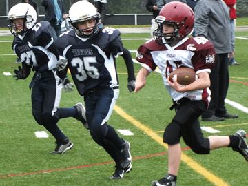 Oakville Titans peewees play Mississauga teams tough