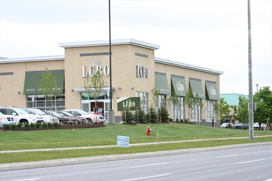 Erin mills home to new lcbo for Modern homes mississauga