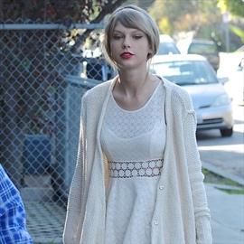 Taylor Swift grants dying fan's last wish-Image1