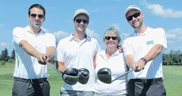 Golfers support minor hockey– Image 1
