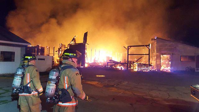 No horses harmed in massive Oakville barn fire