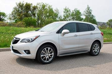 GM has done a great job retooling the 2019 Buick Envision where it is one of the nicest looking compact SUVs on the market.