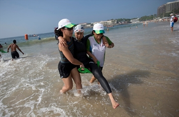 Triathletes shrug off water warnings, swim in Rio-Image1