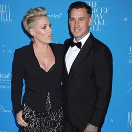 Pink 'due' a break from Carey Hart-Image1