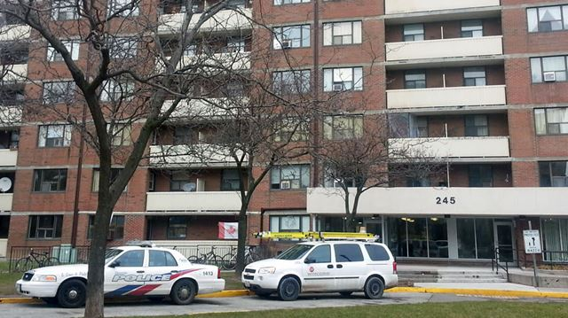 Parkdale apartment fire leaves one man dead at TCHC ...