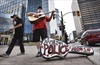 VIDEO: Busker thanks Hamilton first responders
