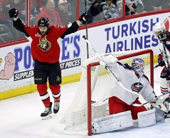 Senators sign Smith to four-year extension-Image1