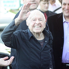 Mickey Rooney 'had affair with' Elizabeth Taylor-Image1