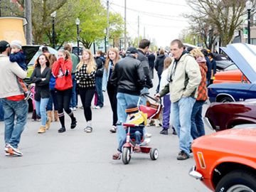 The crowd at the Sidewalk Sale and Car Show.