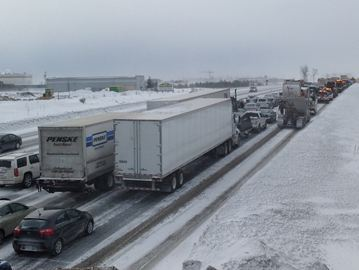 Traffic was backed up after Hwy. 400 was closed in both directions Thursday after a 96-car pileup.