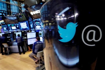 Disappearing act: Twitter reports flatlining user growth-Image1