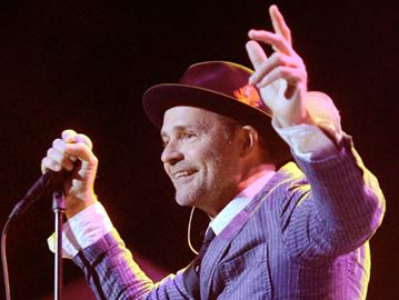 Oakville to live broadcast The Tragically Hip's final show
