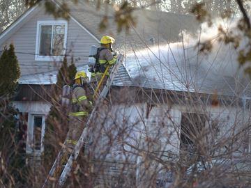 Neighbour evacuated as Innisfil house burns