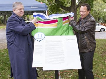 Famed author and former Oakville resident Lawrence Hill get stop on Project Bookmark literary trail