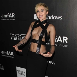 Miley Cyrus 'in lust' with Stella -Image1