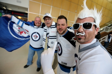 Jets fans embrace return of NHL playoffs-Image1