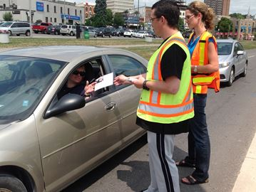 Students help Barrie cops deliver distracted driving message