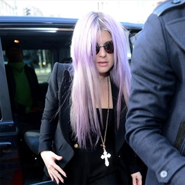 Kelly Osbourne believes pooping bat mistook her for dad Ozzy Osbourne-Image1