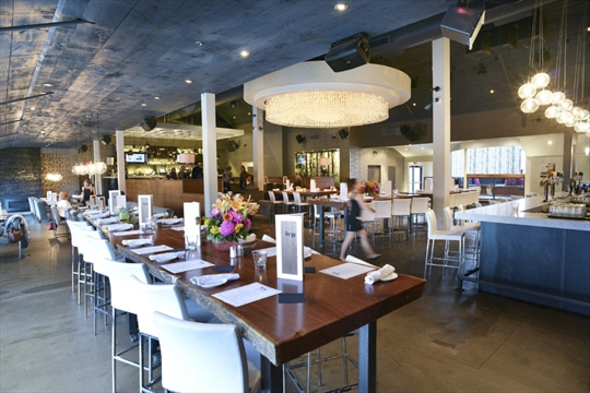 Restaurant Review Ivy Bar Offers Touch Of And The City Off Qew Thespec