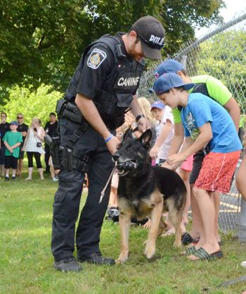 Police dog shows its skills to kids of Big Brothers